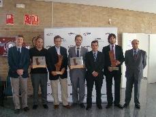 El Director General de IMPIVA, el Presidente y el Director del CEEI junto a los premiados