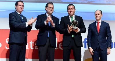 Carlos Ledó, director general de Idai Nature, recoge el premio a la Mejor Pyme Española 2016