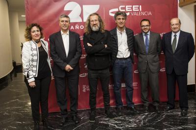 Kike Correcher, CEO de Filmac posa junto a las autoridades #25añosceei