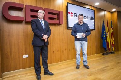 Roberto Guzman, CEO de Robotnik recoge su galardón #25añosceei