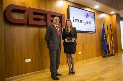 Ángela Pérez,Cofundadora de Imegen recoge el galardón de #25añosceei