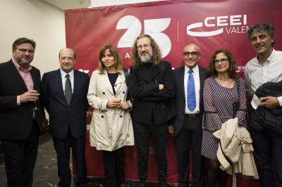Los asistentes posan en el Photocall del 25 Aniversario CEEI Valencia #25añosceei