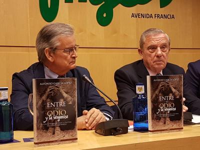 Rafael Gandia, Pdte provincial de Cruz Roja y Alfonso García, autor del libro