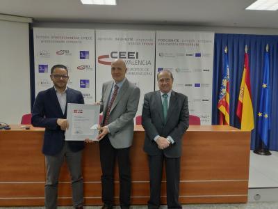 Raúl Royo, Presidente de CEEI Valencia, entrega a ProtoQSAR el EIBT