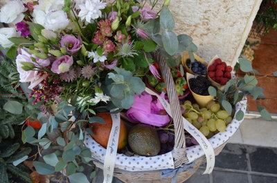 cesta-flores-fruta