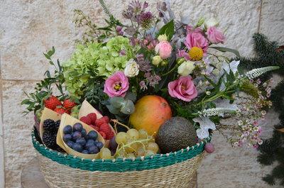bandeja-mimbre-flores-fruta